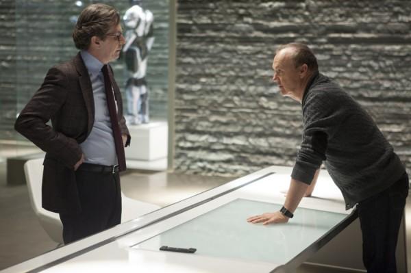 Gary Oldman and Michael Keaton in 'Robocop'